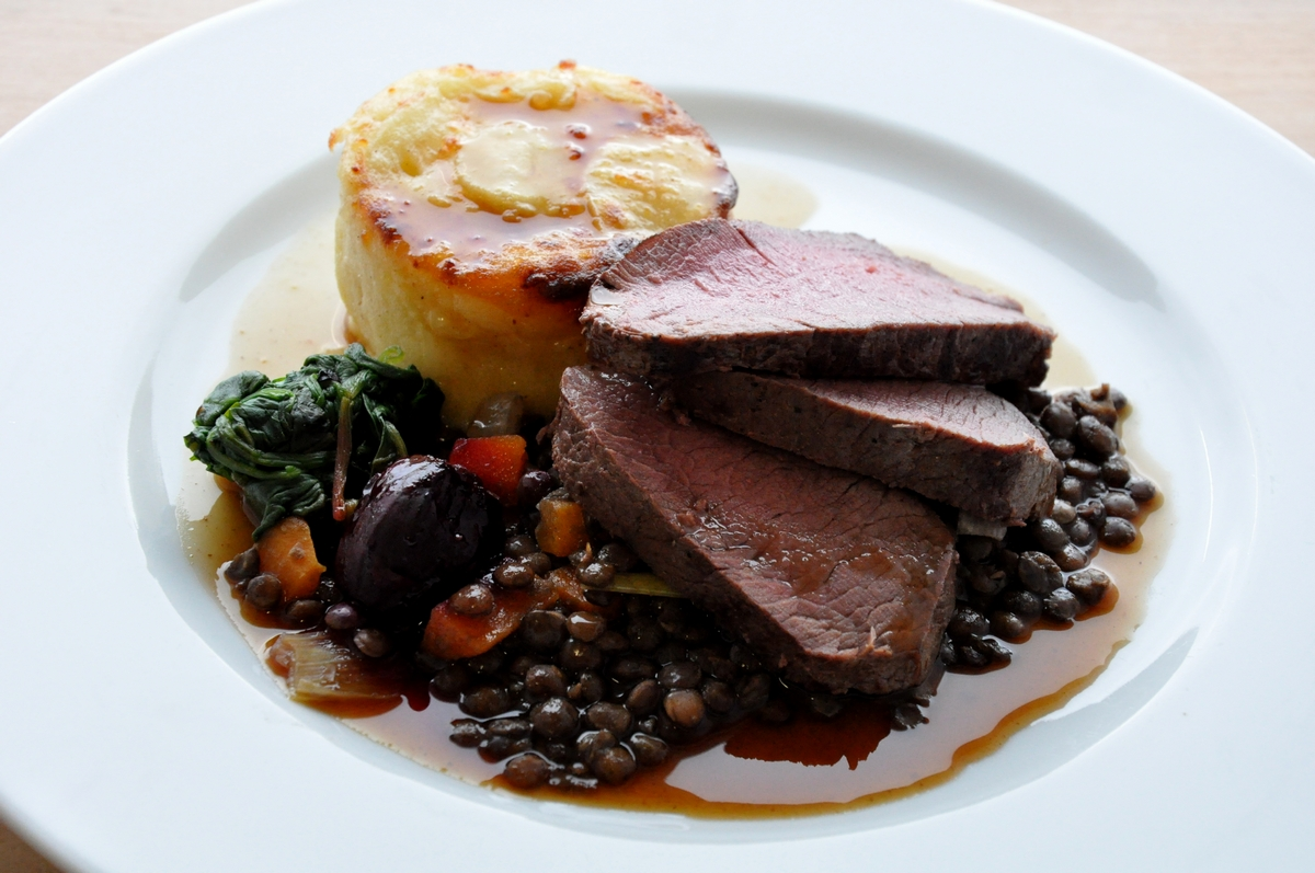 beef-roast-wedding-dish-potatos-beefwellington.jpg